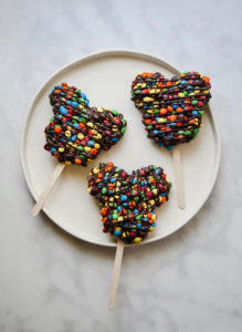 Mickey M&M's Rice Krispie Treat // magicaltreatsathome.com