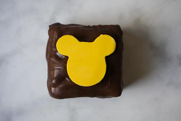Mickey S'more Square // magicaltreatsathome.com