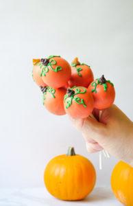Pumpkin Spice Cake Pops // magicaltreatsathome.com