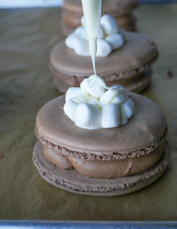 Hot Cocoa Macaron // magicaltreatsathome.com