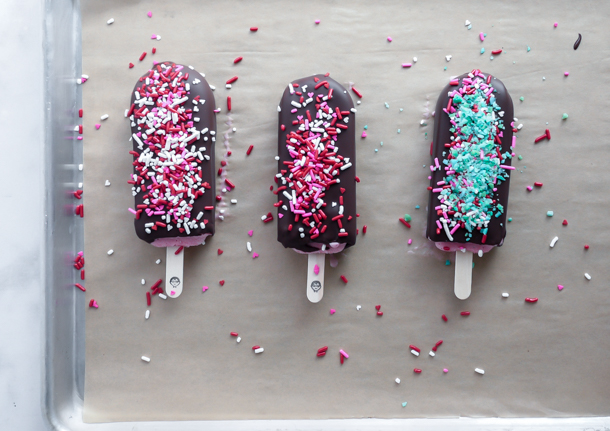 5 Minute Treats: Hand Dipped Ice Cream Bars // magicaltreatsathome.com