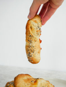Cheddar Garlic Bagel Twists // magicaltreatsathome.com