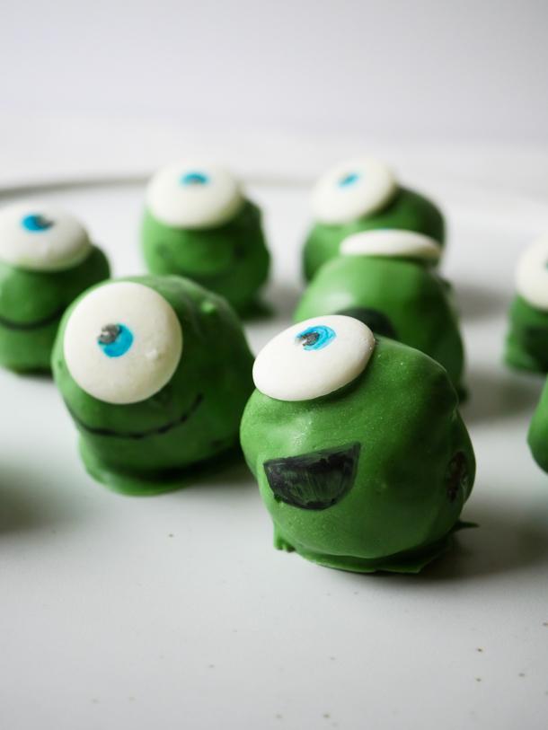 Disney Inspired: Mike Wazowski Cake Balls // magicaltreatsathome.com