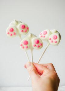 Bunny Butt Cake Pops // magicaltreatsathome.com