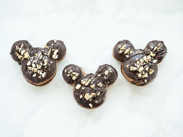 Mickey Caramel-Peanut-Milk Chocolate Macaron // magicaltreatsathome.com