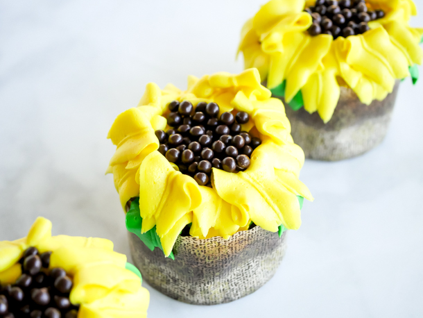 African Sunshine Sunflower Cupcake // magicaltreatsathome.com