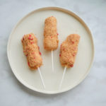 Strawberry Shortcake Marshmallow Wands // magicaltreatsathome.com