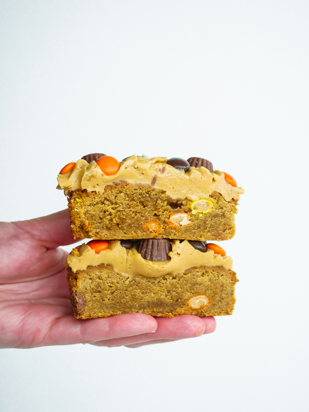 Peanut Butter Blondie for peanut butter lovers // magicaltreatsathome.com