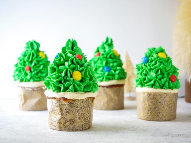 Christmas Tree Cupcakes // magicaltreatsathome.com